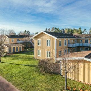En områdesbild på hyreshus i Asplunda